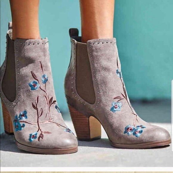 NIB Crown Vintage 7.5 Ankle Boots Embroidered gray